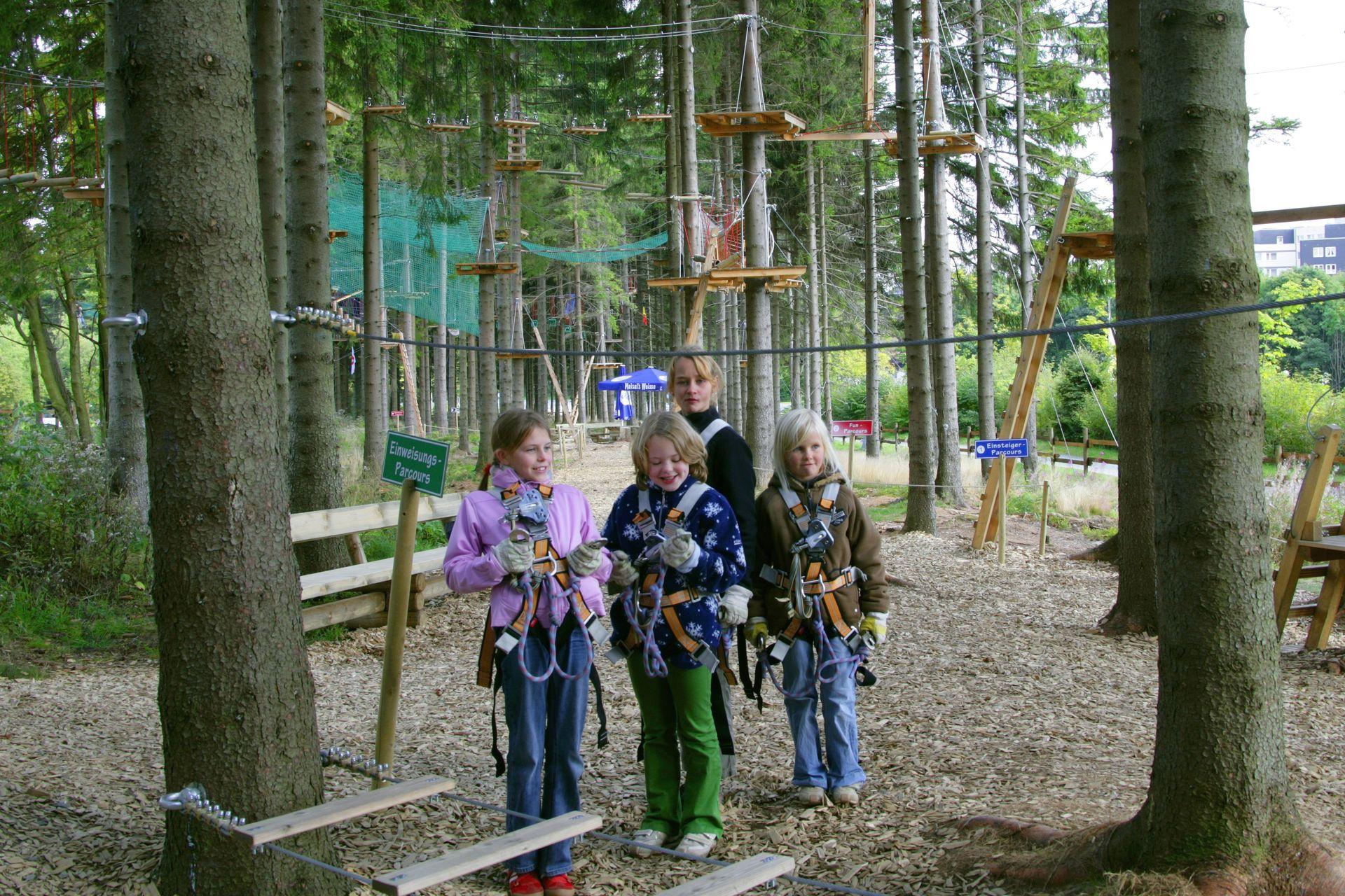 Kindergruppe im Kletterwald Winterberg am Erlebnisberg Kappe