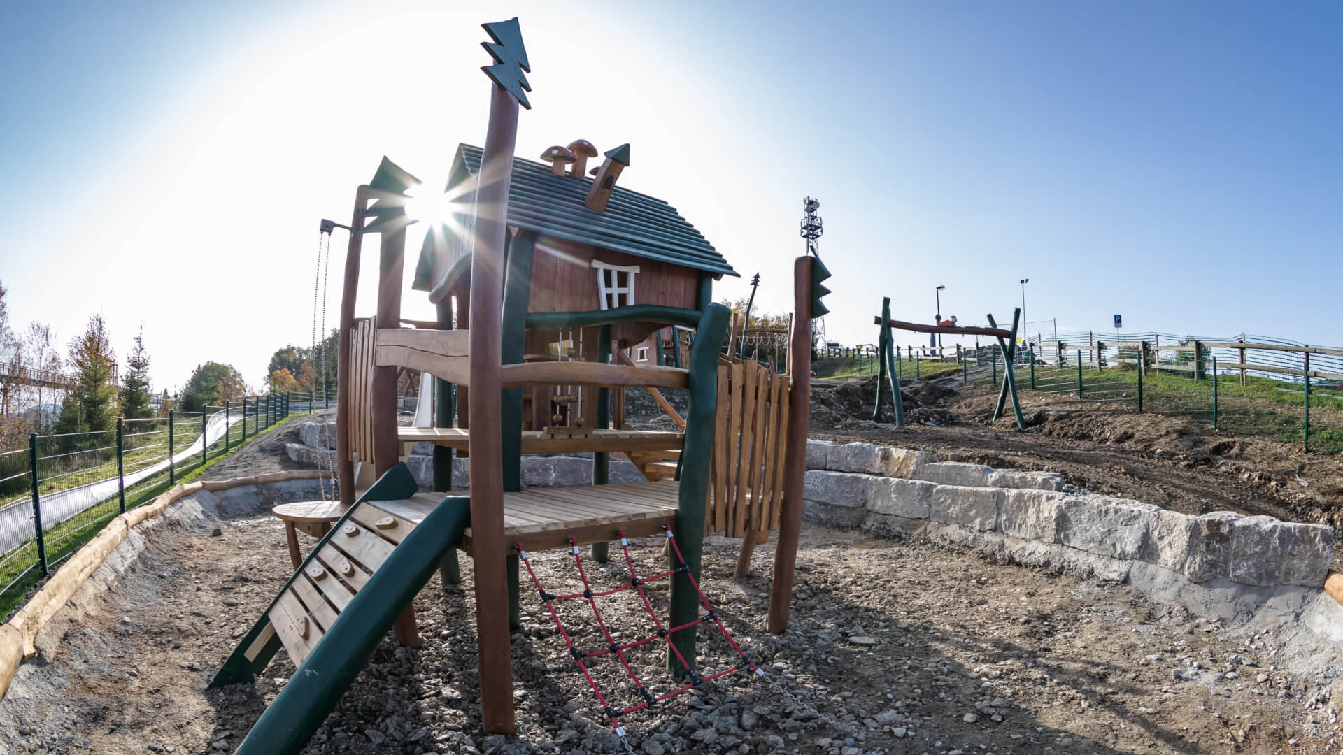 Aufbau Abenteuerspielplatz in Winterberg