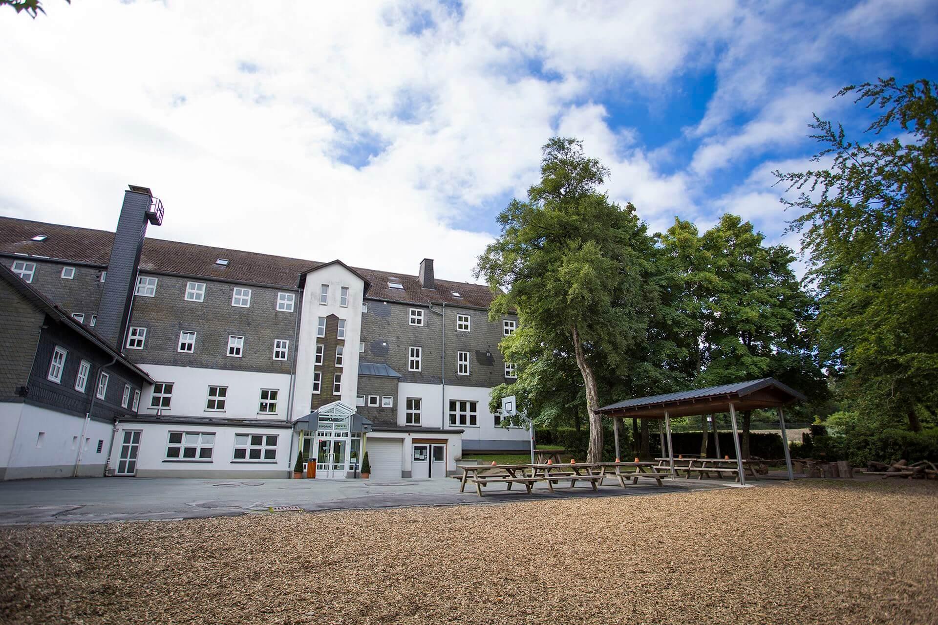 Großes Außengelände des Hotel Erlebnisberg Kappe Winterberg