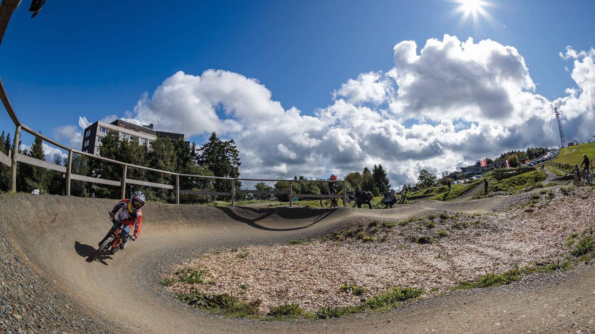 Kind im Pumptrack im Bikepark Winterberg