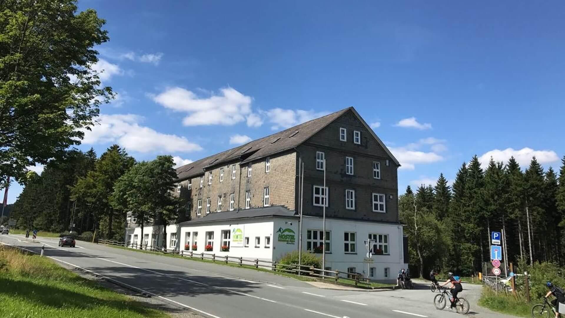 Preiswert Übernachten im Hostel Erlebnisberg Kappe Winterberg