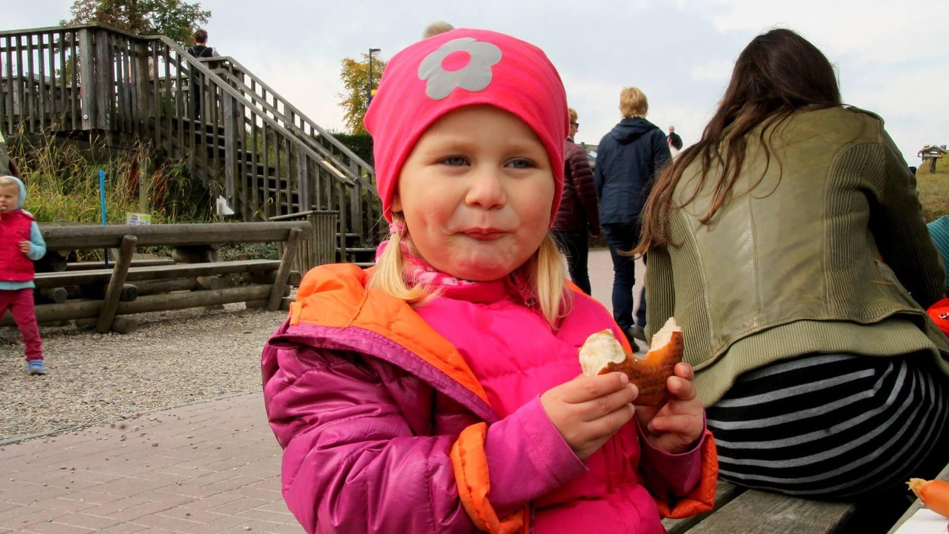 Snacks am Kiosk der Sommerrodelbahn am Erlebnisberg Kappe Winterberg